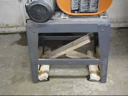 Lever-action mobile bandsaw base